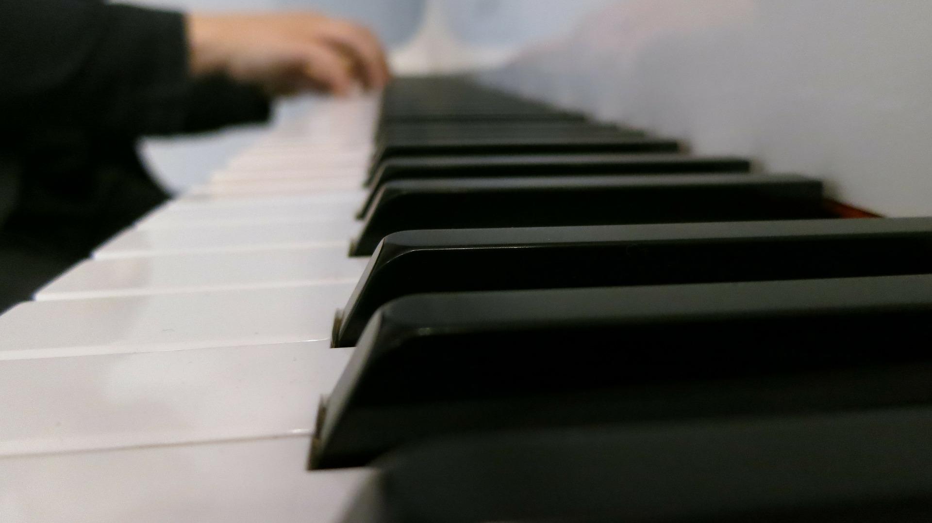 piano-186884_1920